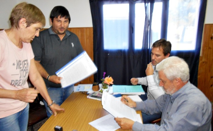 Firma de convenios para ejecutar red de agua potable y limpieza de canales de desagües pluviales