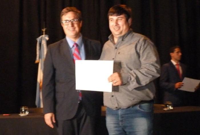 Autoridades electas reciben diplomas